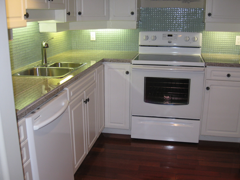 after picture of kitchen after new countertops and backsplash