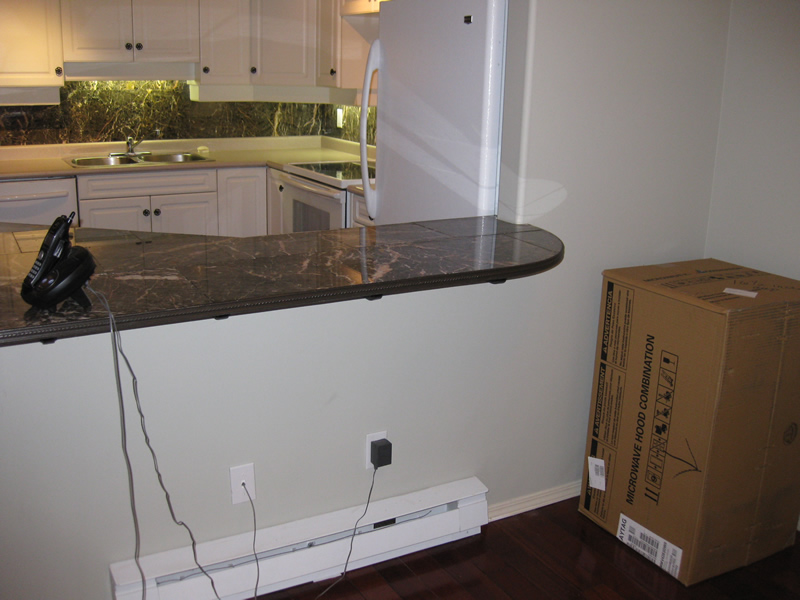 before picture of old countertop peninsula