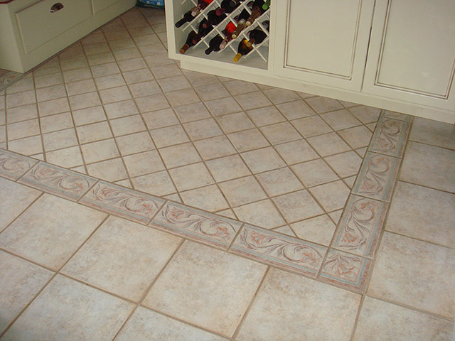 9. PORCELAIN TILES WITH INSERT PATTERN AND BORDER