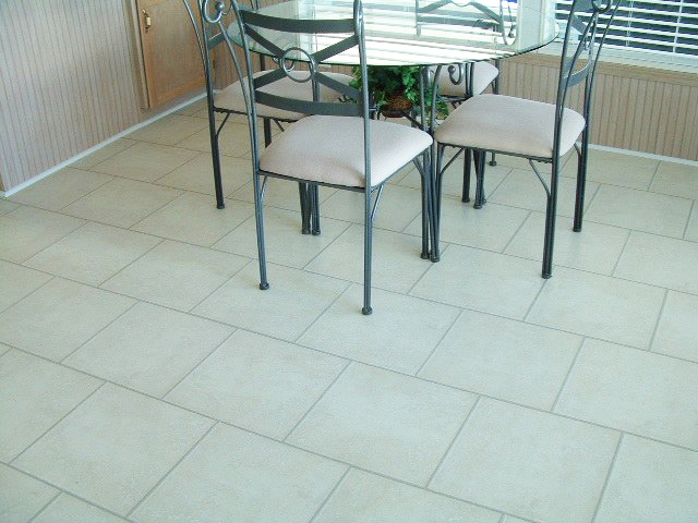11. OFFSET SQUARE LAYOUT IN DINING AREA